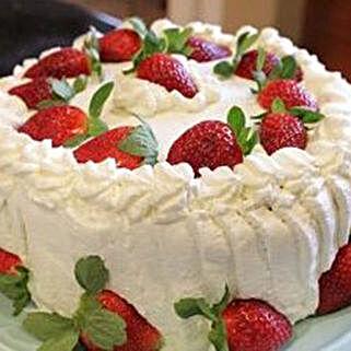 Luscious Strawberry Cake: Anniversary Cakes in Canada
