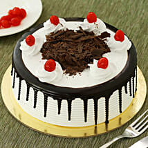Black Forest Cake: Send New Year Cakes to Ludhiana