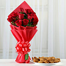 Red Roses Bouquet & 1 Kg Gujia Combo: Holi Gifts