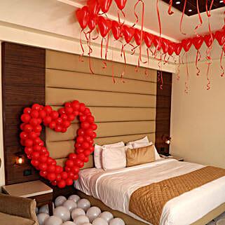 Romantic Balloon Decor: Gifts for Anniversary