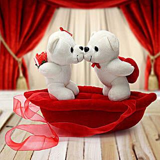 Romantic Teddies on Boat Valentine: Send Valentine Gifts to Bhavnagar