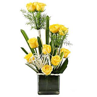 Yellow Paradise- 12 Yellow Roses in Glass Vase: Fresh Flower Arrangement