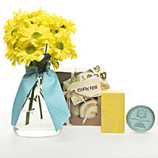 Golden Delight Hamper: Send Flowers to New Zealand