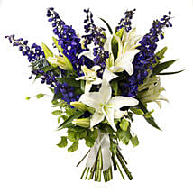 White N Blue Bouquet: Mothers Day Flowers to New Zealand
