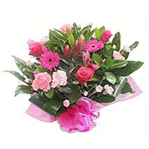 Pink Roses and Carnations: Mothers Day Flowers to UK